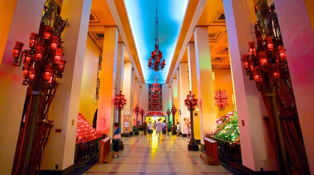 St.-Josephs-Oratorium das einen Innenansichten, Kirche oder Kathedrale und religiöse Aspekte