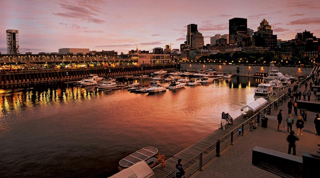 Montréal mit einem Stadt, Sonnenuntergang und Bootfahren