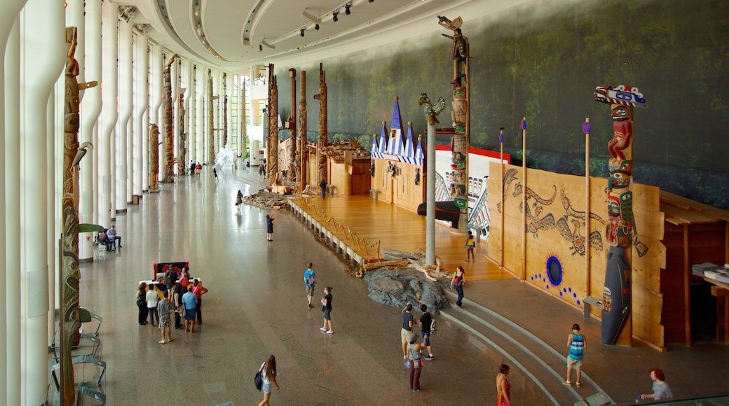 Canadian Museum of History featuring interior views as well as a large group of people