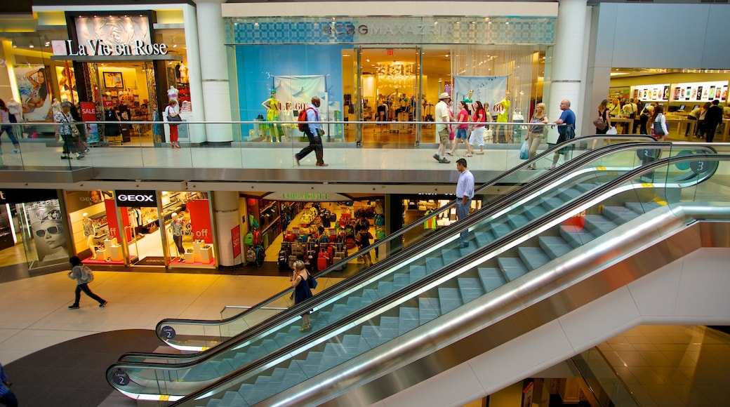 Toronto Eaton Centre featuring shopping, interior views and central business district