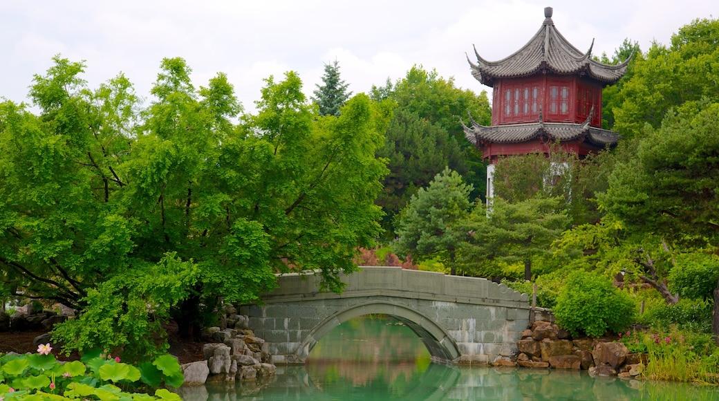 Montreal Botanical Garden mit einem Teich, Garten und historische Architektur