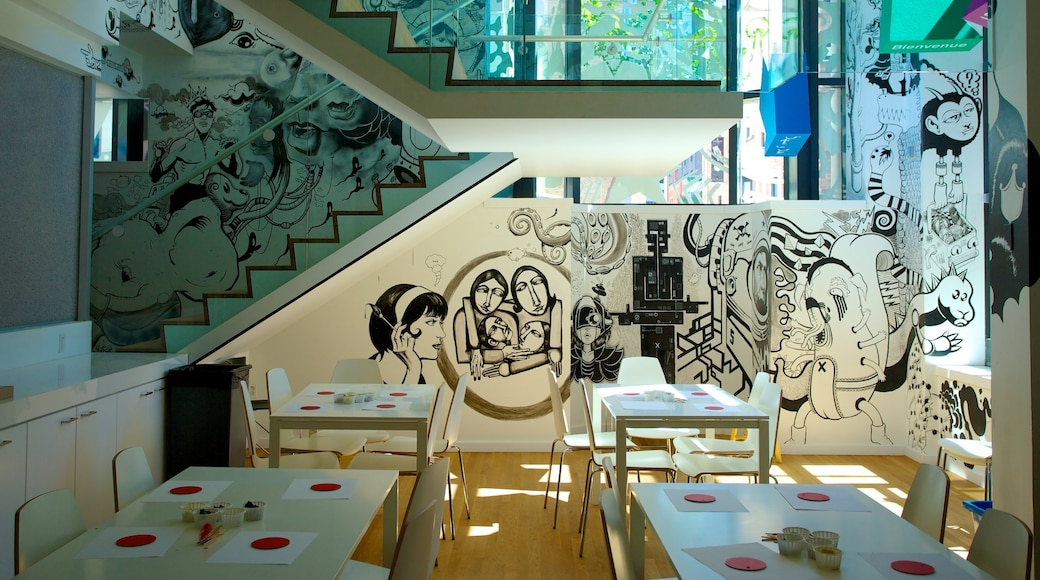 Montreal Museum of Fine Arts mostrando escenas de café, arte y vistas interiores