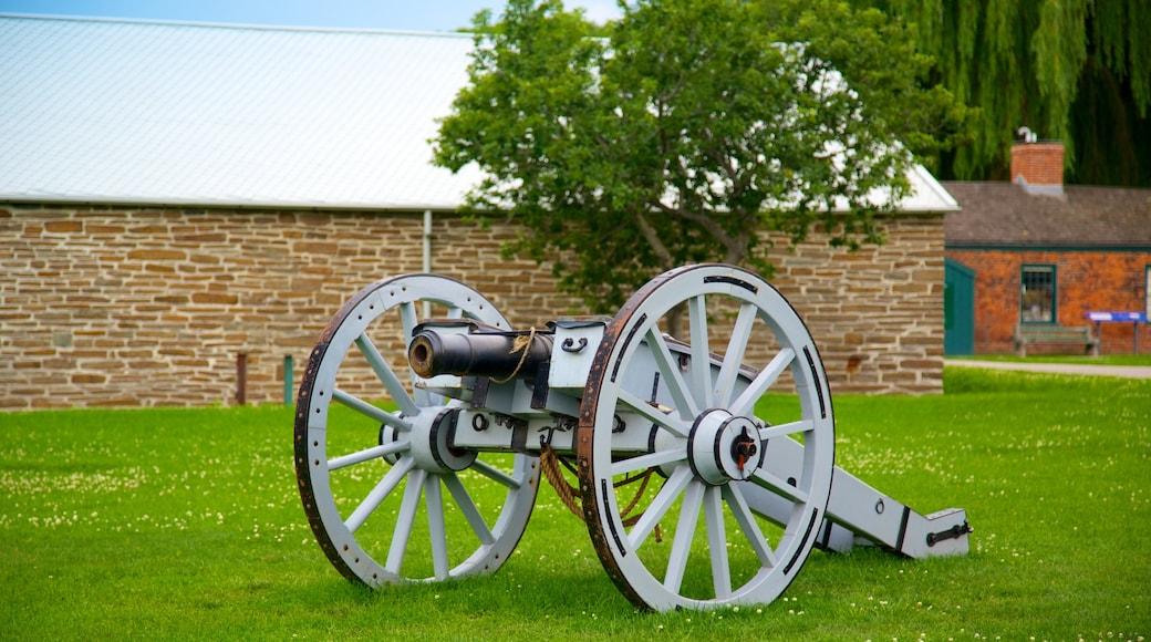 Site historique national de Fort York montrant articles militaires