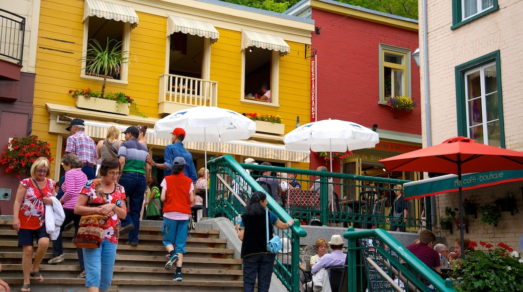 Quartier Petit Champlain showing outdoor eating, a small town or village and café lifestyle