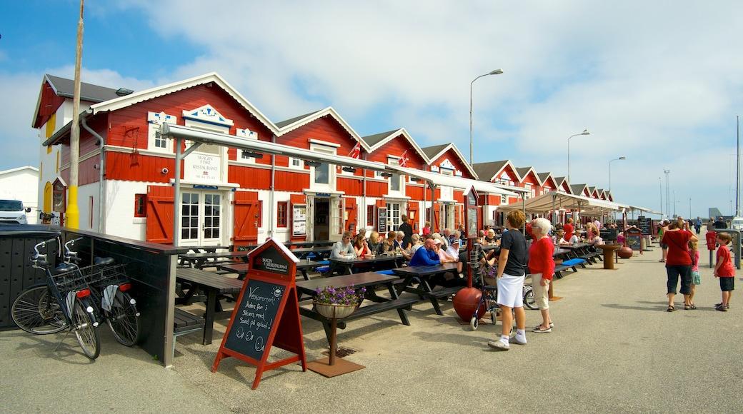 Skagen som inkluderer kafé, spise utendørs og gatescener