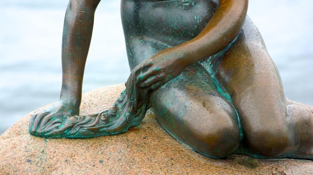 Den lille havfrue som viser statue eller skulptur