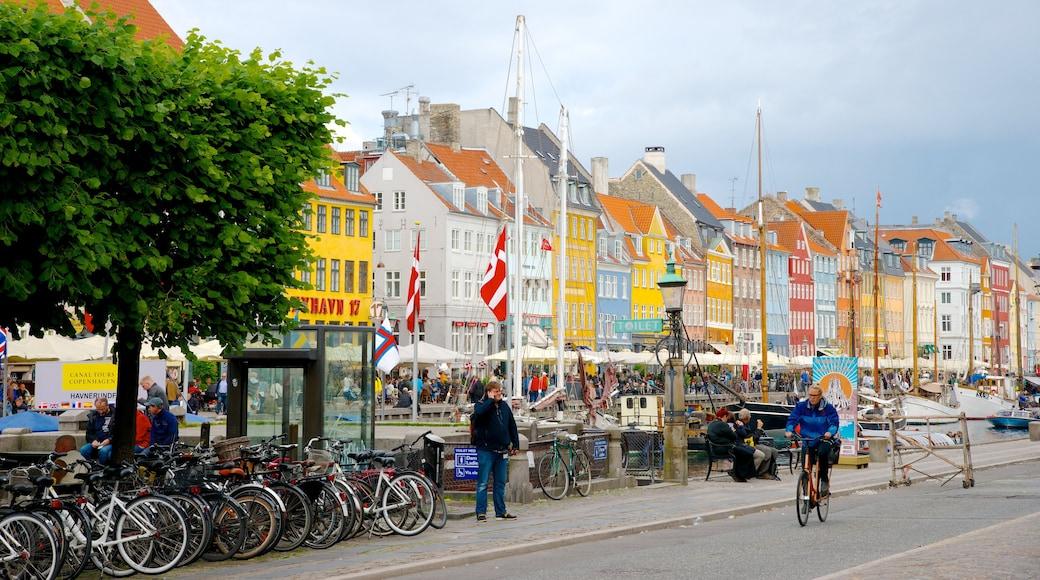 Nyhavn qui includes scènes de rue, ville et patrimoine architectural