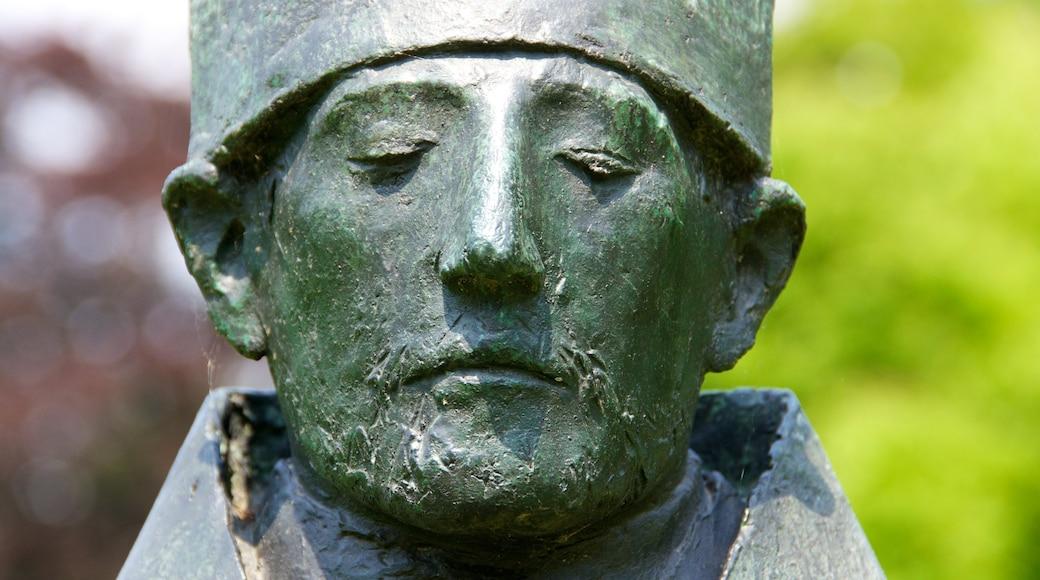 Middelheimpark toont een standbeeld of beeldhouwwerk