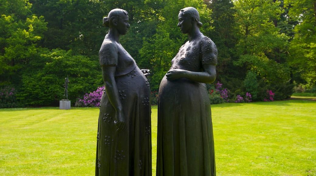 Parco Middelheim che include giardino, statua o scultura e arte urbana