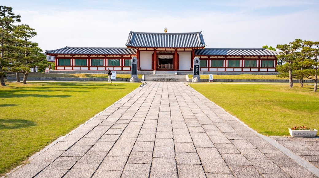 Yakushi-ji Temple showing heritage elements, a garden and a temple or place of worship