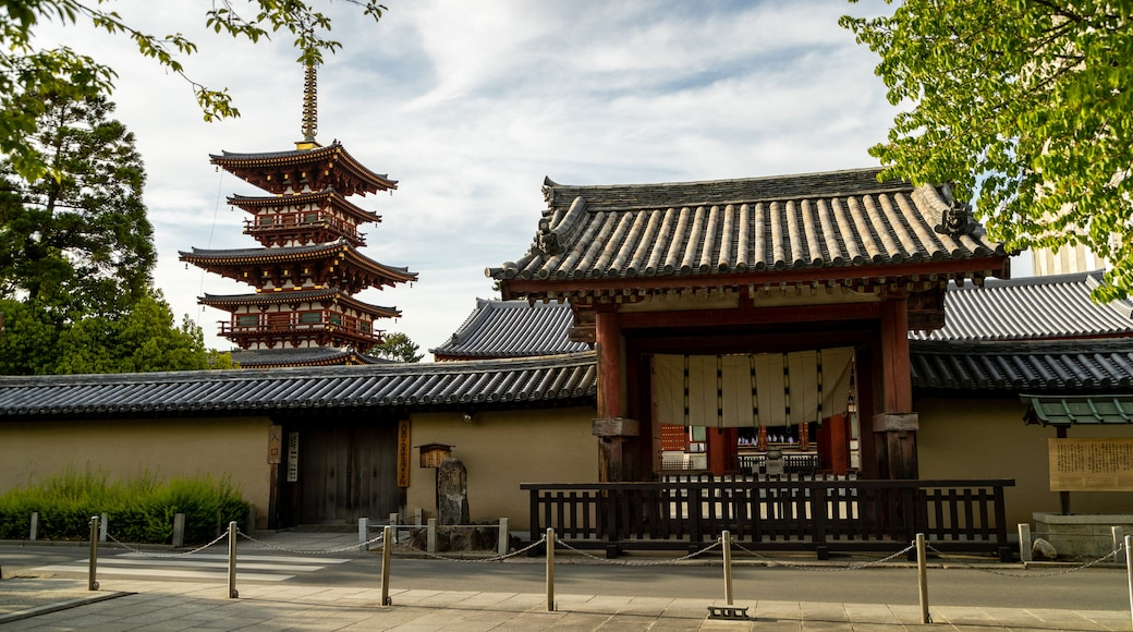 Yakushi-ji Temple showing heritage elements and a temple or place of worship