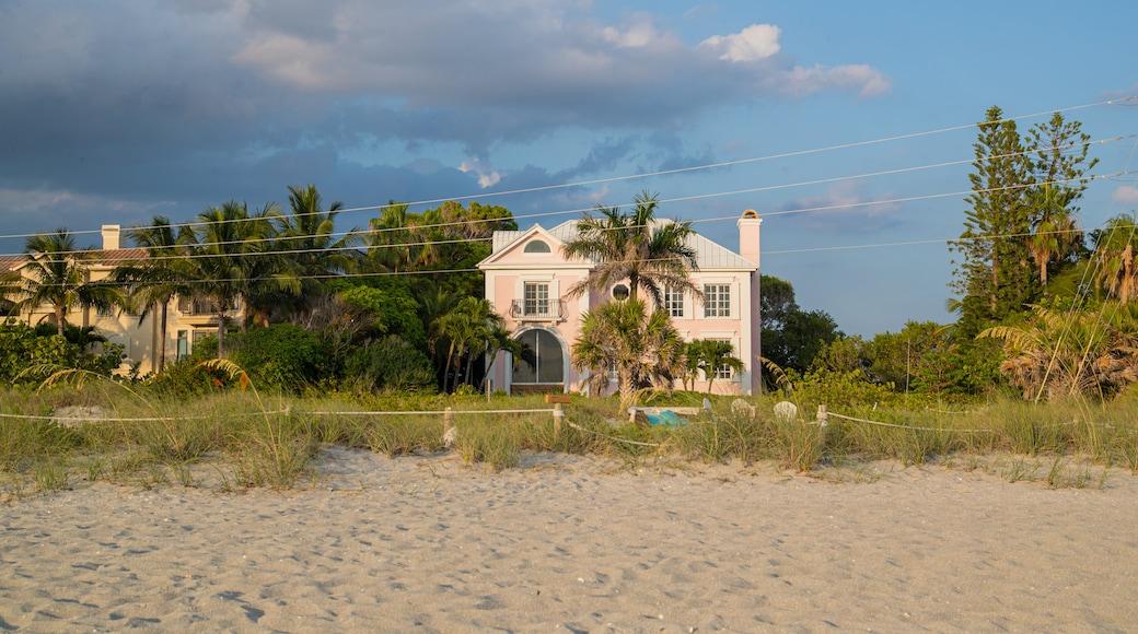 Captiva featuring a house and a beach