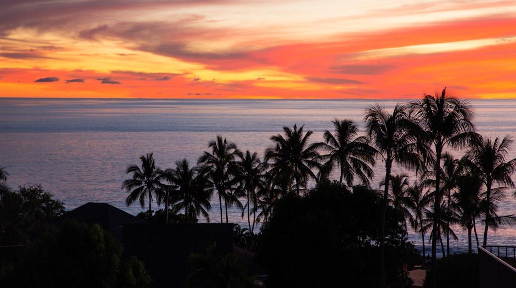 Kailua-Kona showing tropical scenes, general coastal views and a sunset