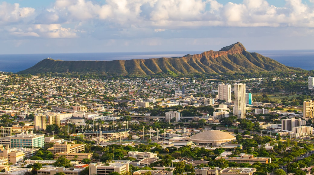 Diamond Head showing mountains, landscape views and a city