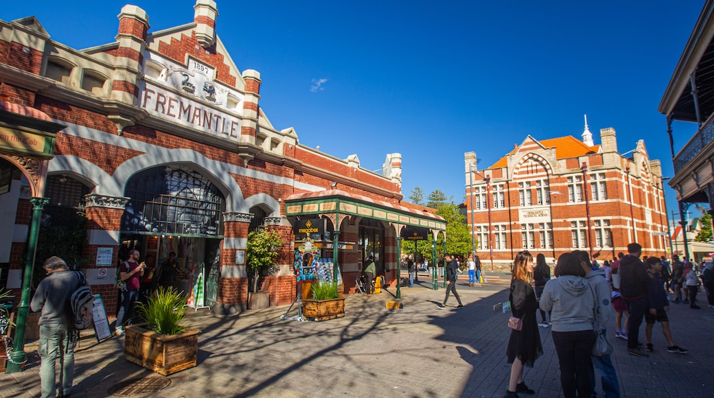 Fremantle Markets which includes heritage architecture and street scenes