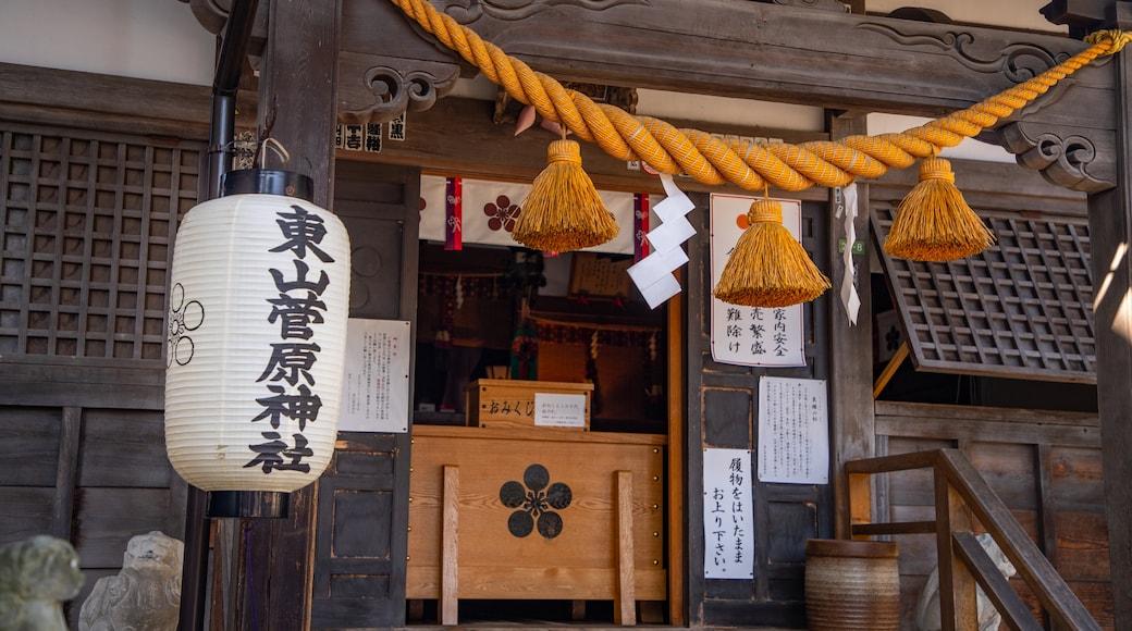 Higashiyama Higashi Chaya District featuring signage