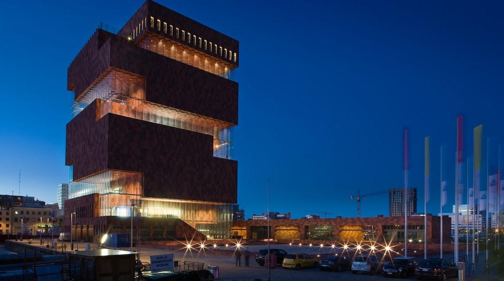 Museum aan de Stroom caratteristiche di architettura moderna e paesaggio notturno