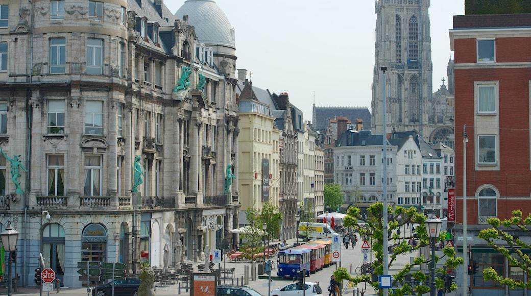 Cattedrale di Nostra Signora che include architettura d\'epoca, strade e città