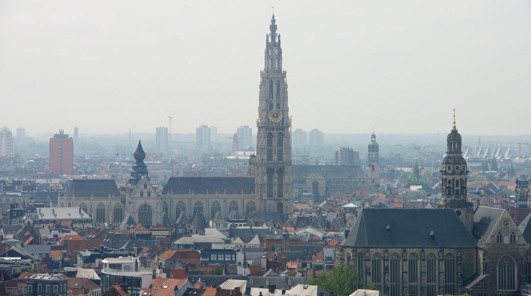 Cattedrale di Nostra Signora che include chiesa o cattedrale, città e architettura d\'epoca