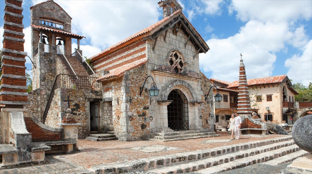 La Romana showing building ruins, heritage architecture and a church or cathedral