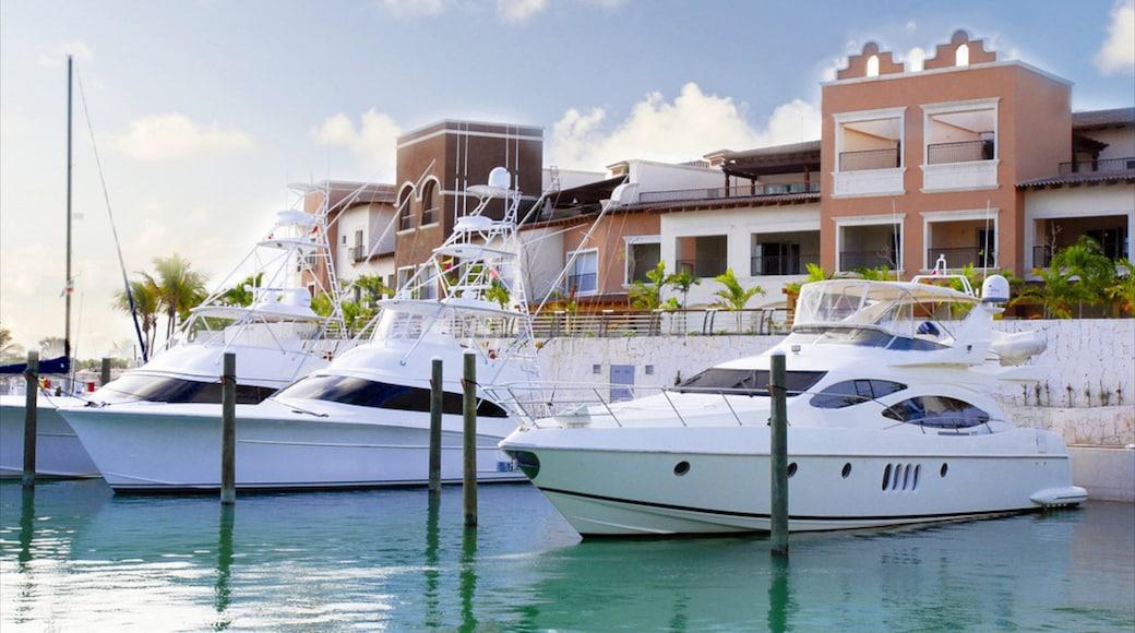La Romana featuring a marina and a house
