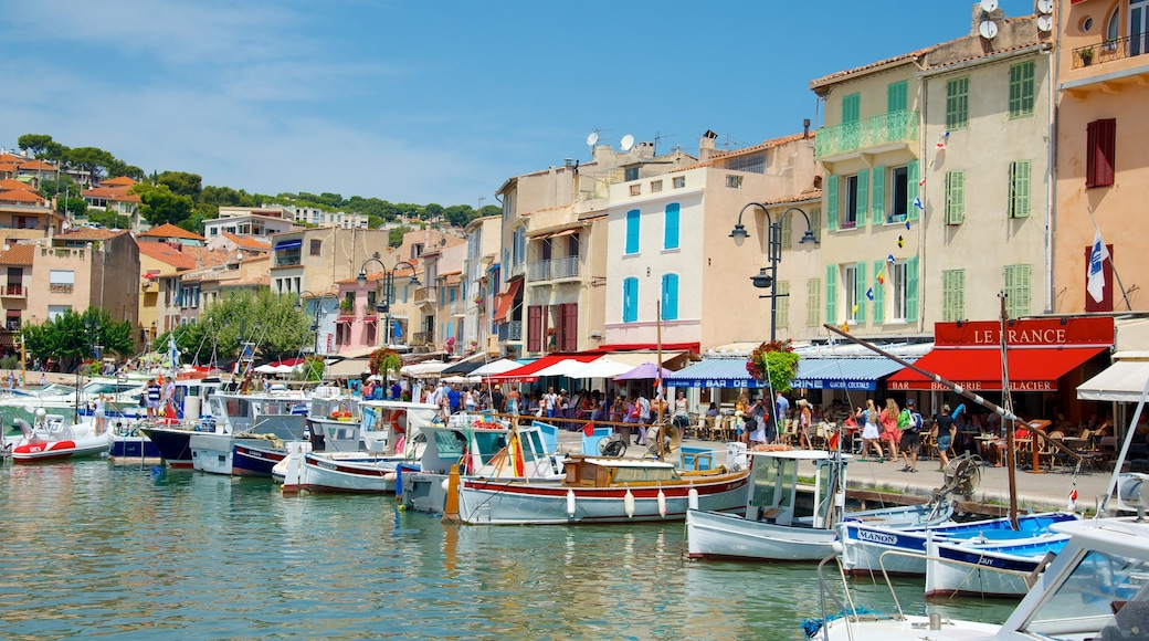 Cassis which includes café lifestyle, a coastal town and general coastal views