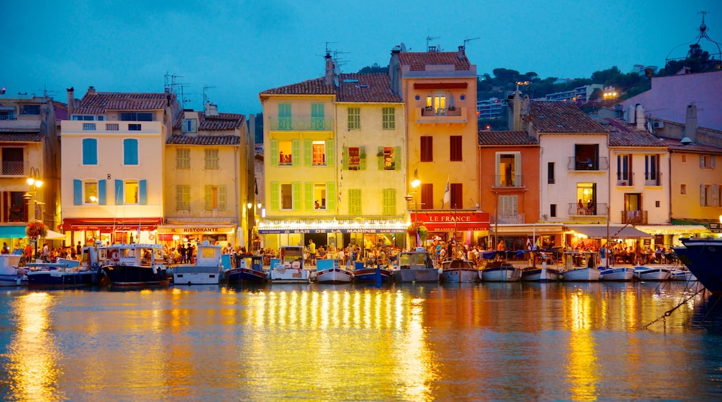 Cassis showing a bay or harbour, a coastal town and a river or creek