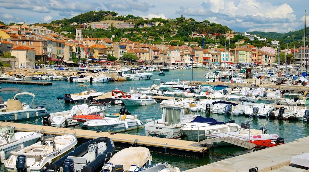 Cassis presenterar en marina, kustutsikter och en kuststad