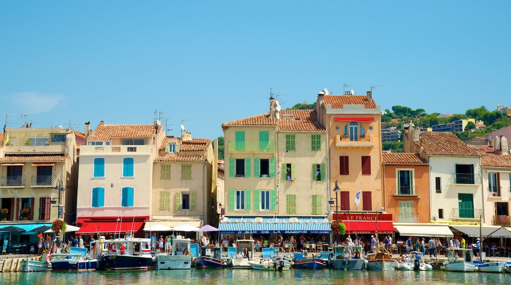 Cassis featuring heritage architecture, a city and a bay or harbour