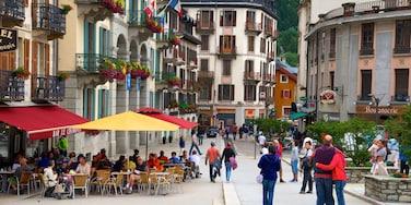 Chamonix Mont-Blanc che include caffè, strade e città