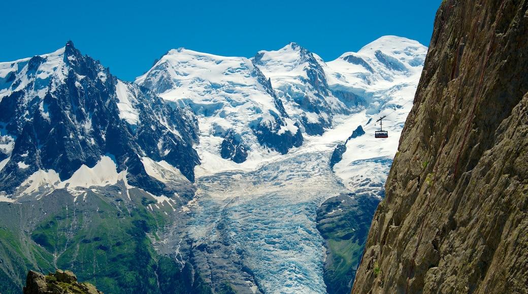 Chamonix-Mont-Blanc que incluye montañas y nieve