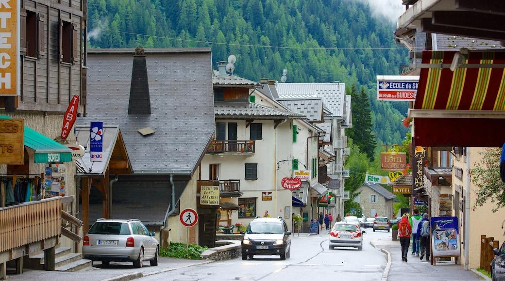 Argentière qui includes scènes de rue et petite ville ou village