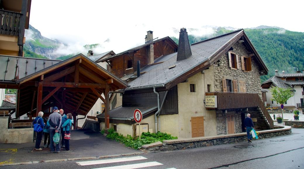 Argentière qui includes scènes de rue, patrimoine historique et petite ville ou village