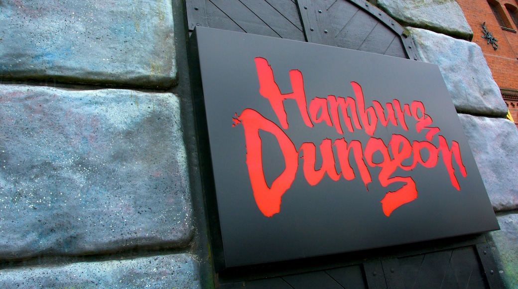 Hamburg Dungeon which includes signage
