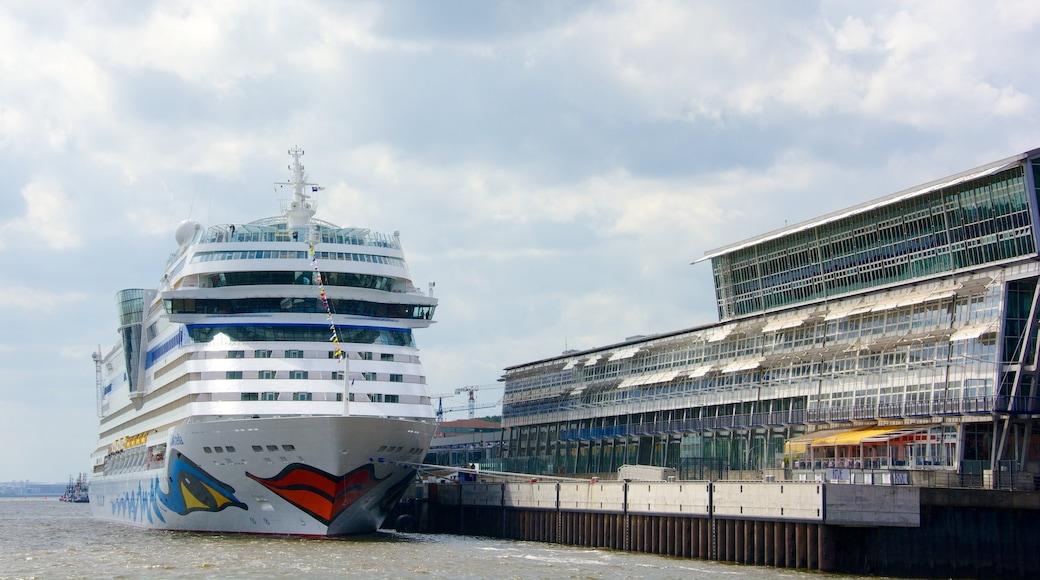 Hamburgo ofreciendo crucero y una bahía o puerto