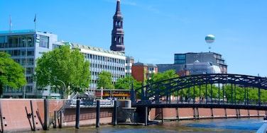 Speicherstadt mit einem Brücke und Stadt