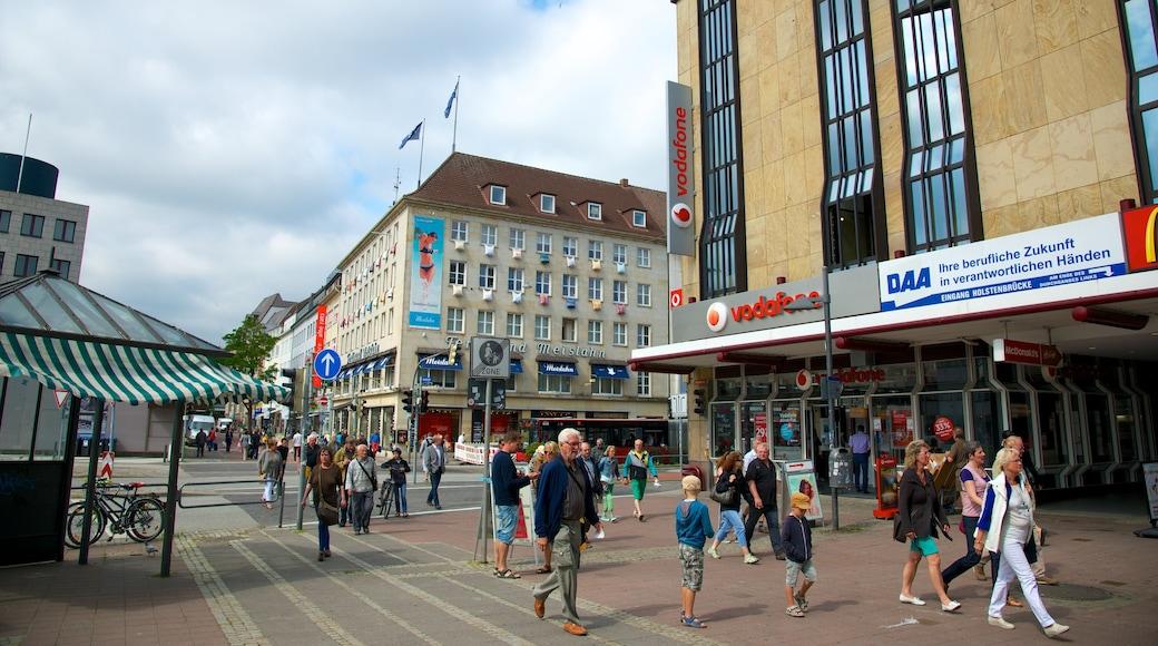 Kiel mit einem Stadt und Straßenszenen sowie große Menschengruppe