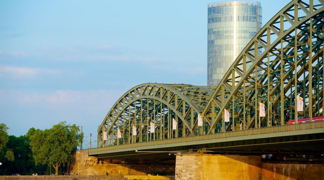 Hohenzollernbrücke mit einem Brücke