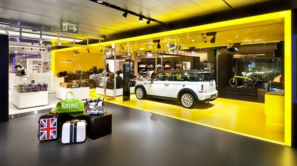 BMW Welt welches beinhaltet Innenansichten