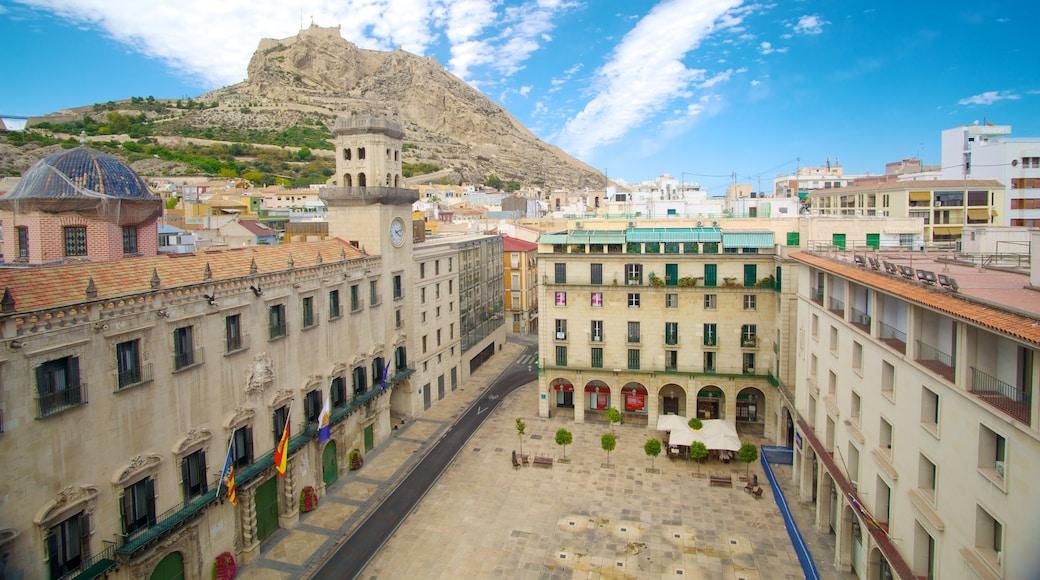 Gemeentehuis van Alicante bevat historische architectuur, een stad en een plein
