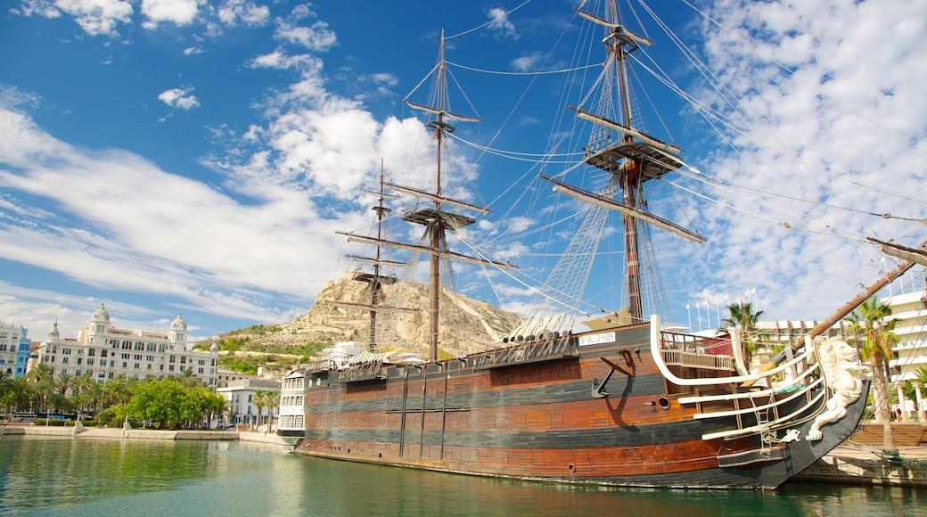 Puerto de Alicante mostrando una bahía o un puerto