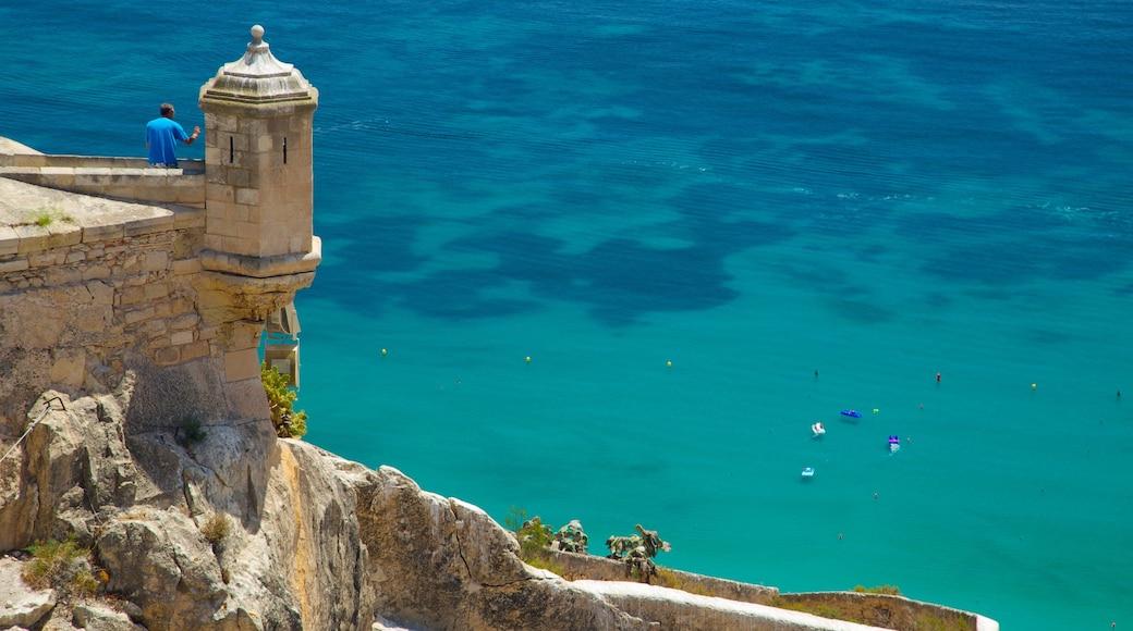 Kasteel van Santa Barbara bevat algemene kustgezichten, vergezichten en een kasteel