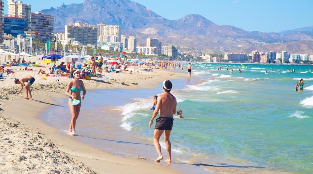 Playa de San Juan bevat een strand, een kuststadje en algemene kustgezichten