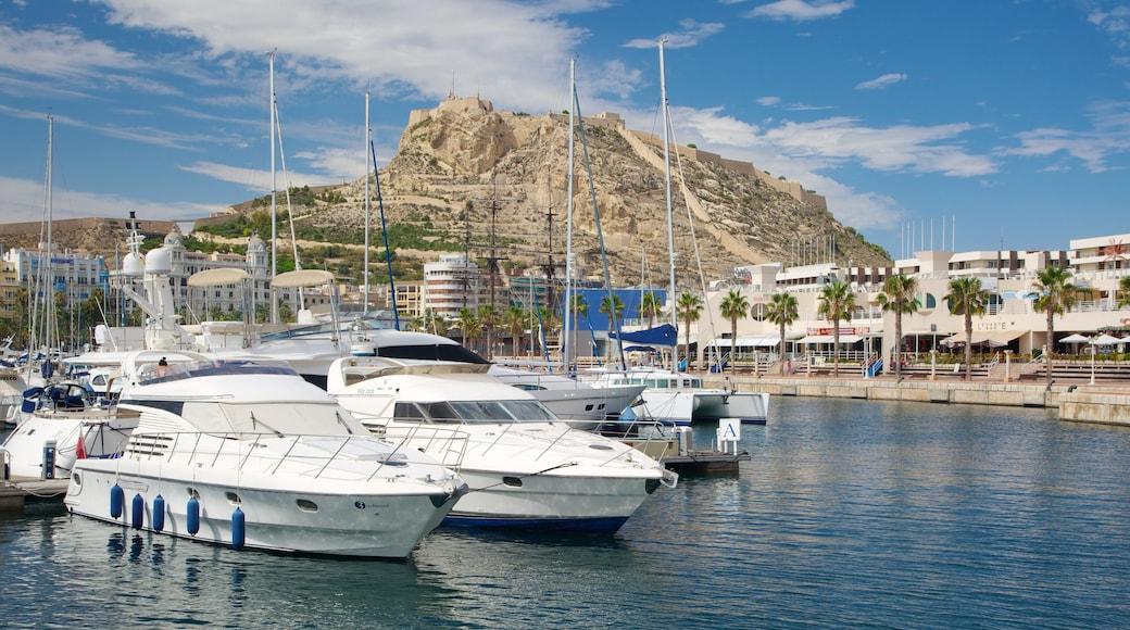 Puerto de Alicante ofreciendo un puerto deportivo y una localidad costera