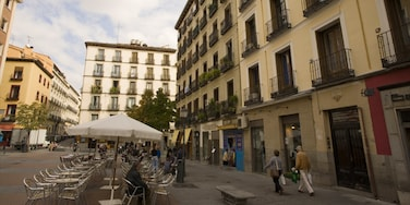 Chueca featuring a square or plaza, a city and a house