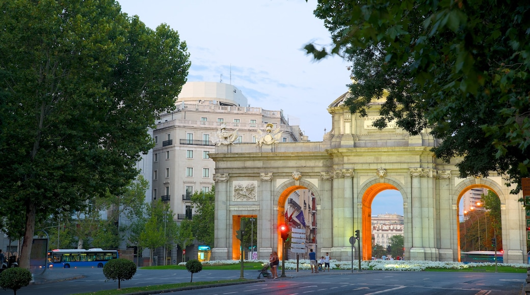 Puerta de Alcala featuring a city, street scenes and a monument
