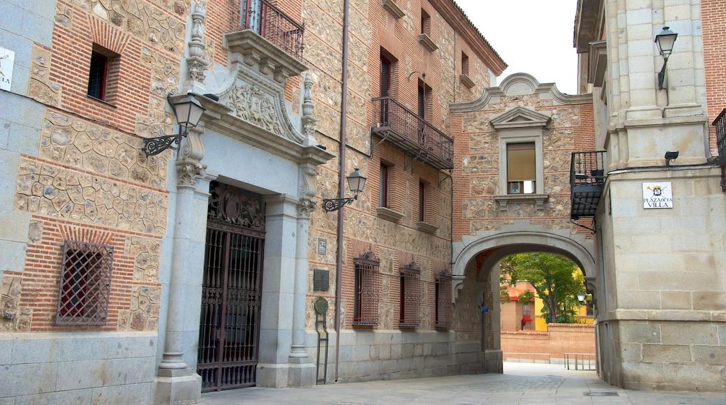 市政廳廣場 呈现出 歷史建築