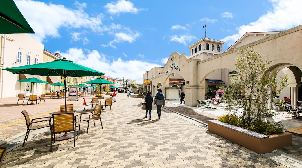 Mitsui Outlet Park featuring street scenes as well as a couple