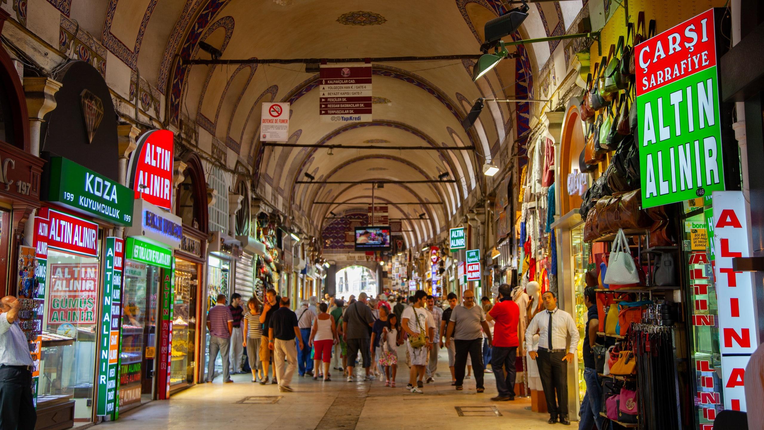 Entre no labirinto de ruas apinhadas de lojas de um dos maiores e mais antigos mercados cobertos do mundo para ver centenas de milhares de objetos feitos à mão.