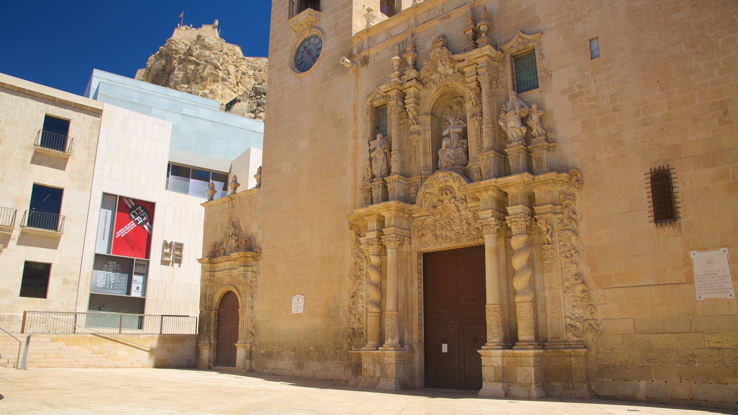 Al meer dan 500 jaar lang vormt deze kerk het hart van de rooms-katholieke gemeenschap van Alicante. Maar alleen al vanwege haar inspirerende architectuur is de kerk een bezoek meer dan waard.
